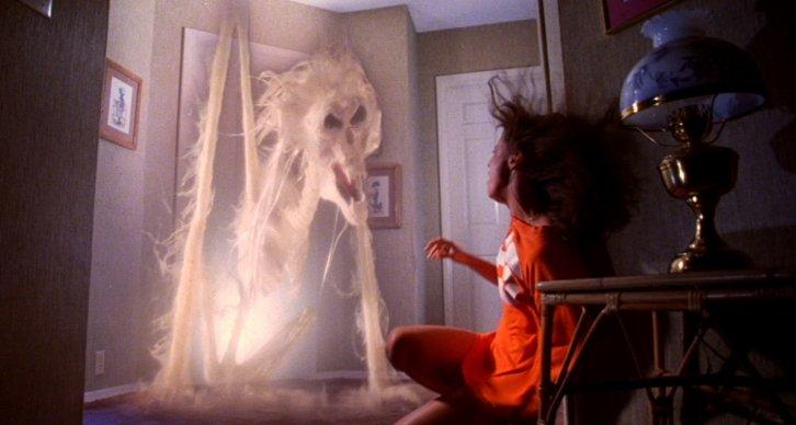 poltergeist-movie-ghost-doorway-tobe-hooper1-e1338401497231-1467389873-726x388.jpg