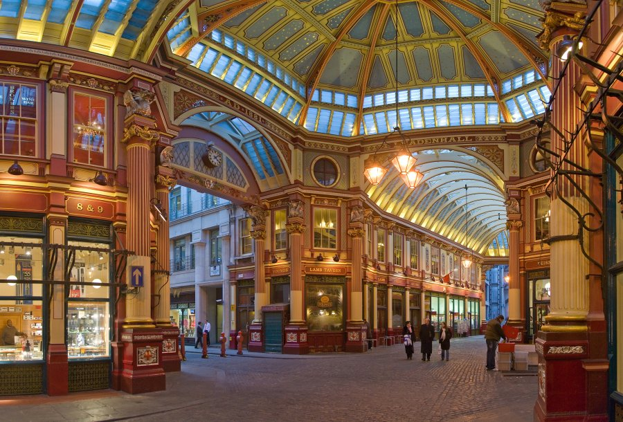 Leadenhall_Market_In_London_-_Feb_2006_rotated.jpg