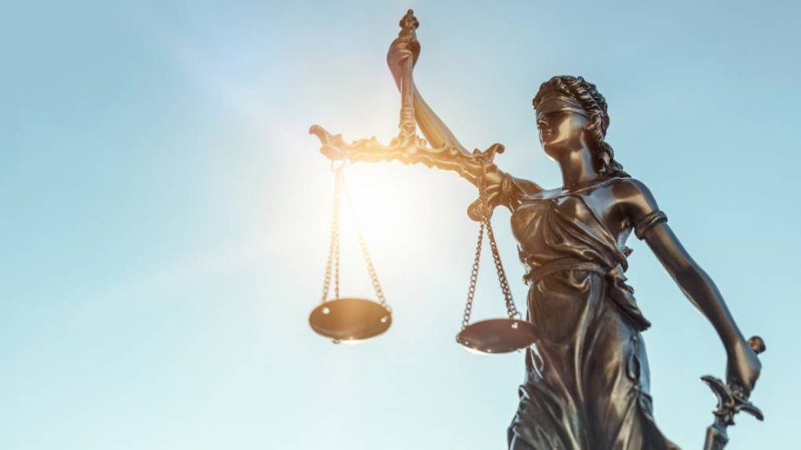 1920_lady-justice-statue-of-justice-on-sky-background-picture-id1181406847-1020x574.jpg