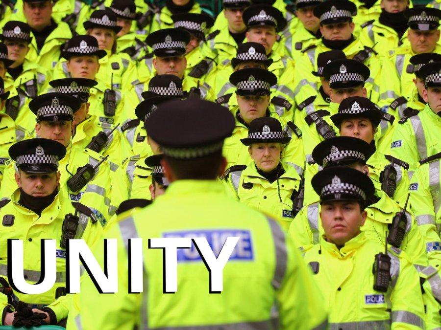 12-police-officers-get_kindlephoto-225183520.jpg.6d50842a163376843571397594eee58c.jpg