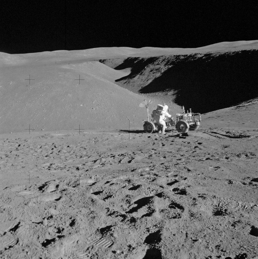 Apollo_15_Station_2_Rille,_Lunar_Rover,_Scott.jpg