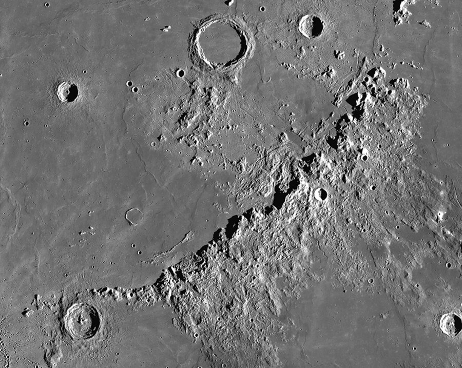 Montes_Apenninus_(LRO).jpg
