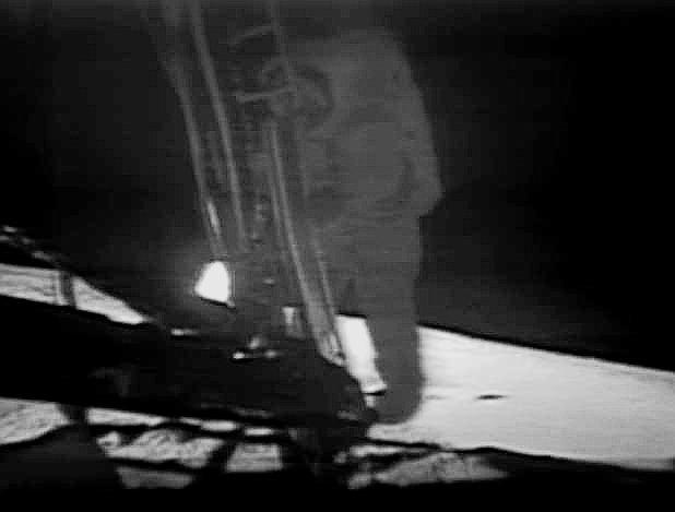 moon-landing_kindlephoto-1173557687.jpg.77c1dad78d8758ed9767b1f9300fba7f.jpg