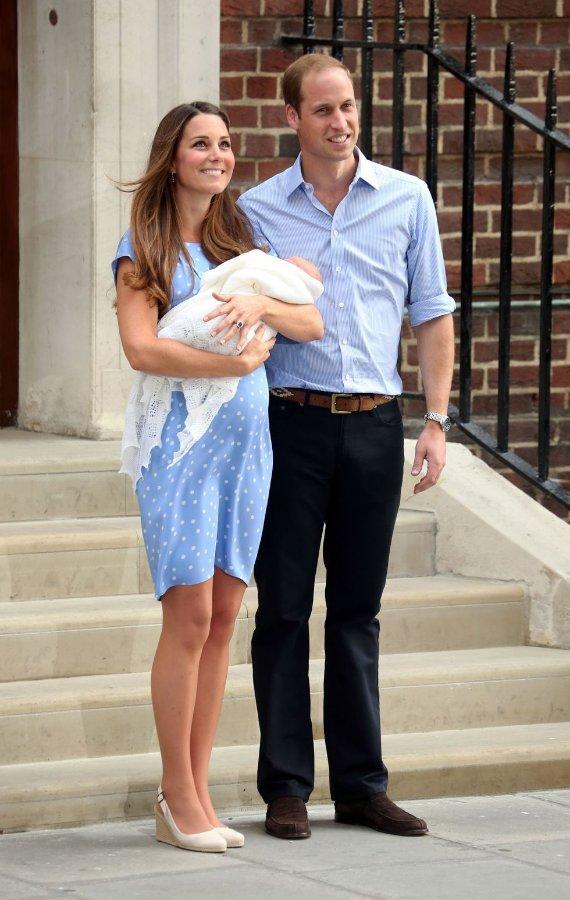 prince-george-birth-kate-dress.jpg.bfe9bd1a6946029b0615771f9f97a9fc.jpg