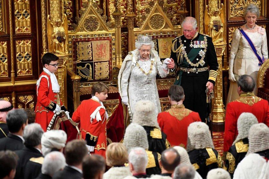 queen goldchaird venetians.jpg
