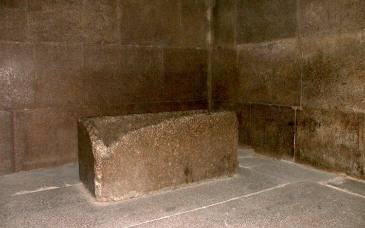The-granite-sarcophagus-of-the-Kings-Chamber-remains-empty-after-4-500-years-Is-this.png.83853f291e1986be17a8be4923e8af89.png