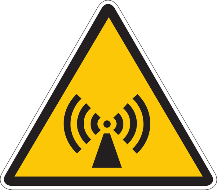 WarnbildEMFstrahlung_information-44472_960_720-700x614.png