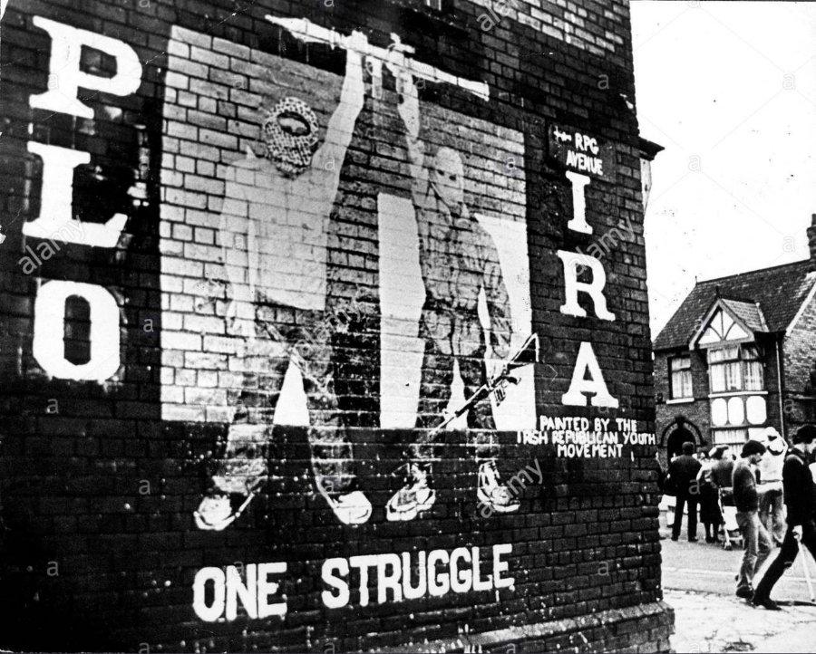 ira-mural-on-the-falls-road-belfast-january-1984-mural-painted-by-B4MAT5.jpg.1c189be0e6b3c9fcc91d455bce03e64b.jpg