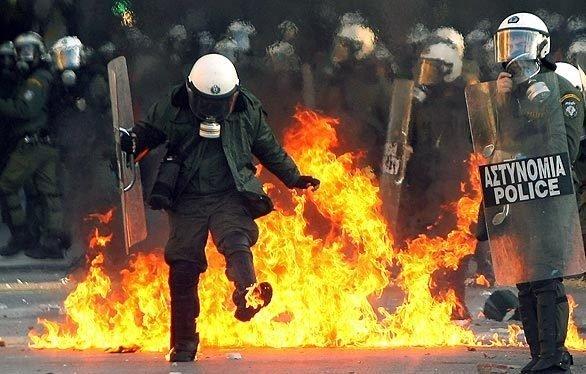 greece_riots.jpg.9ea2b2366c4f0fd2859b5dd45aa20fff.jpg