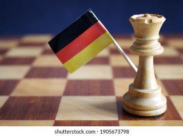 white-chess-queen-german-flag-260nw-1905673798.jpg.23119c51c2d4e33876c23931c1b16ef5.jpg